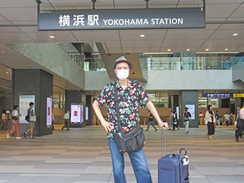 横浜駅西口の駅前の看板