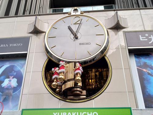 有楽町マリオンの大時計はクリスマスバージョン