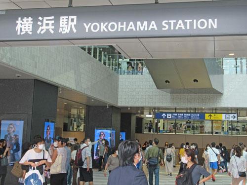 横浜駅西口の喧騒