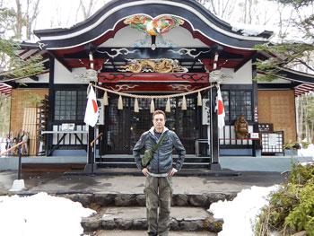 拝殿の前で参拝記念の写真撮影