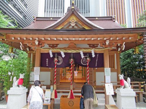 キレイさっぱりした福徳神社の拝殿