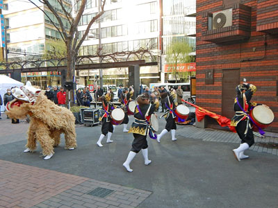 オープニングイベントの沖縄舞踊太鼓パフォーマンス