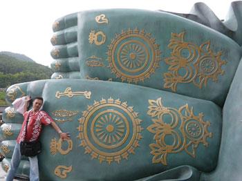 巨大なお釈迦様の不思議な紋様の足の裏