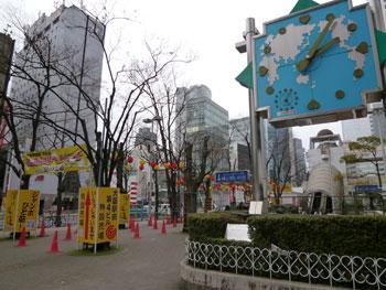 大阪駅前第4ビルの前の大時計