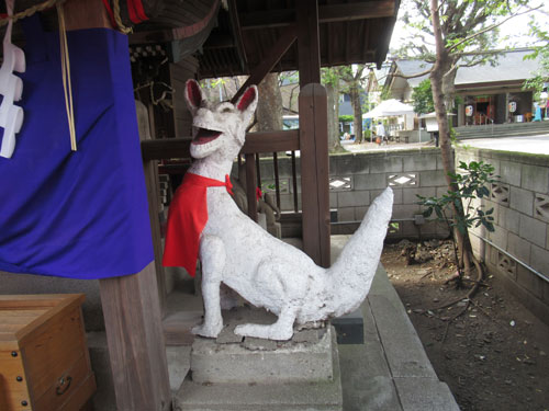 手作りの狐の像