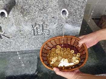 洗い浄めた400枚の五円玉