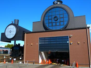 SLの形をした真岡駅のSL館