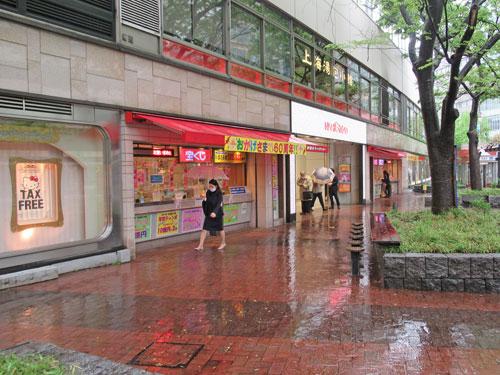 西銀座チャンスセンターの売場全景