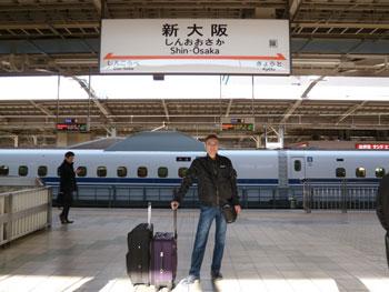 新大阪駅新幹線ホームで記念撮影
