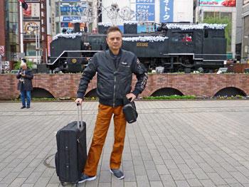 新橋駅前のSL広場で蒸気機関車で記念撮影