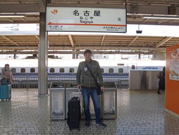 名古屋駅新幹線ホームで記念撮影