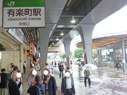 有楽町駅前中央口の喧騒