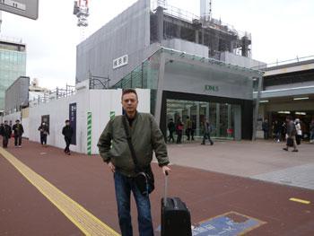 横浜駅西口で記念撮影