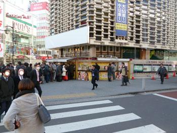 新橋駅烏森口ラッキーセンターの全景