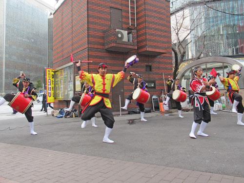 オープニングイベントの沖縄舞い踊り