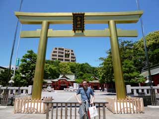 金神社のこがね色の大鳥居