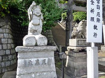 品川神社入り口の大黒天様