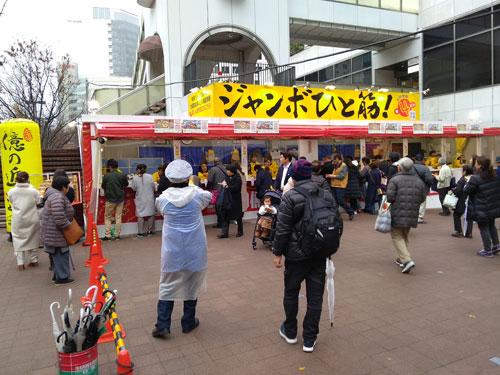 大阪駅前第4ビルの前の広場がリニューアルされて綺麗になりました