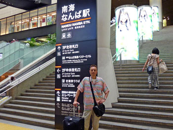 南海なんば駅の大きな階段で記念撮影