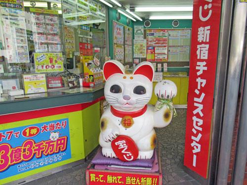 大きな白い招き猫