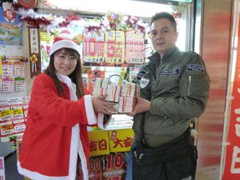 カリスマ販売員の高橋さんから年末ジャンボ宝くじを買いました