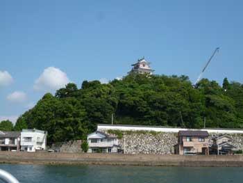 海上から見た唐津城