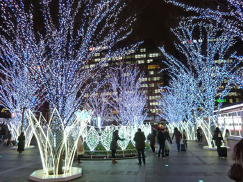 博多駅前のクリスマスイルミネーション