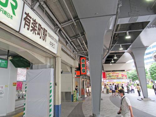 人が少ない有楽町駅中央口駅前