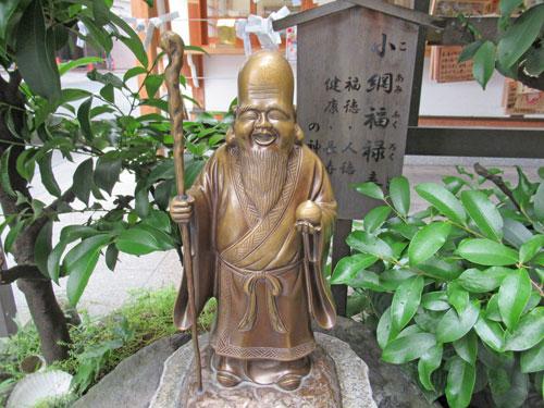 境内の福禄寿の銅像