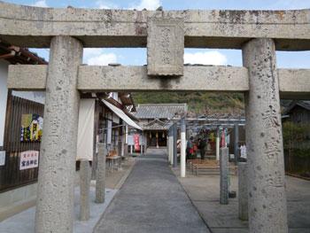 宝当神社の鳥居には寶當神社と書かれた神額