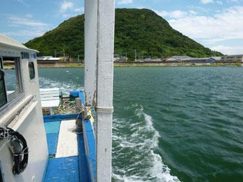 帰りの海上タクシーから見た高島