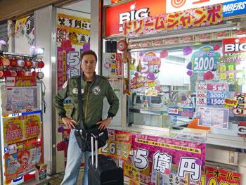 宝くじ売場に到着したらき記念撮影致します