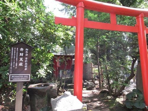 こちらの弁財天社は市杵島姫命を祭神とする末社です