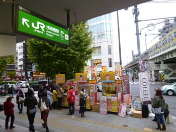 浅草橋駅東口駅前の多くの人出の喧噪