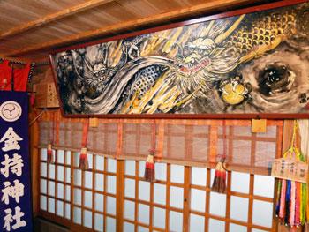拝殿の中の指画龍神之図