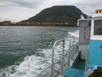 帰りの船から見た高島