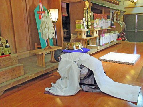 大前恵比寿神社の宮司さんによる宝くじ高額当選のご祈祷の開始