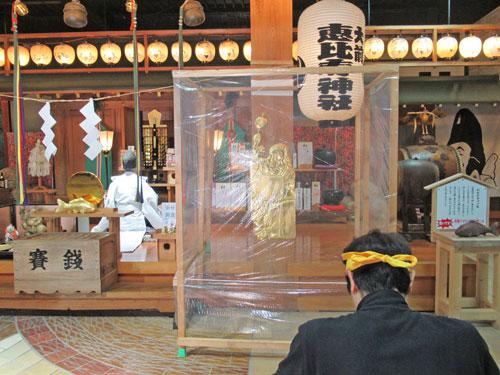 宮司さんがキレのある口上を述べて社殿の中に響き渡ります