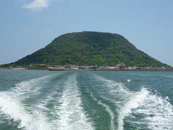 帰りの海上の船から見た高島