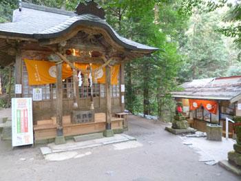 金持神社の拝殿