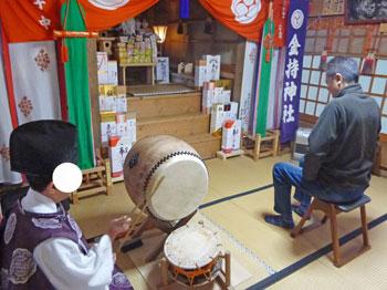 宮司さんの太鼓でご祈祷の開始