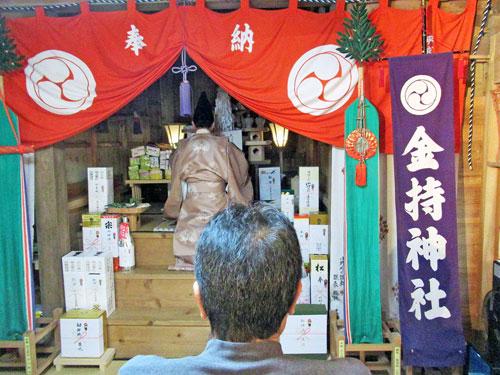 宮司さんがキレの有る口上を述べて拝殿の中に響きます