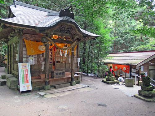 金持神社の古い拝殿