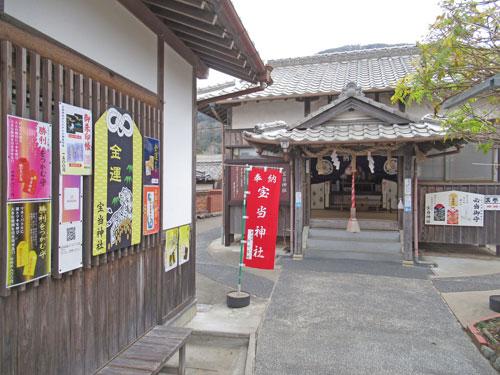 ご利益がありそうな雰囲気の宝当神社の拝殿