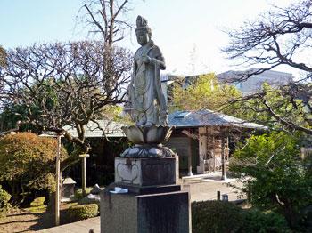 多聞寺の境内