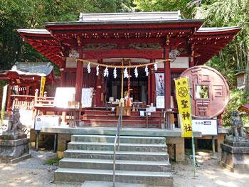 聖神社の拝殿正面全景
