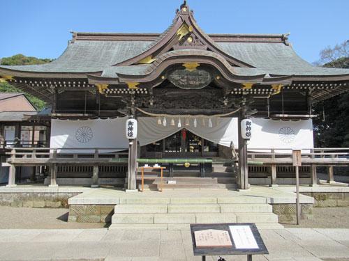 正面から見た酒列磯前神社の拝殿の全景