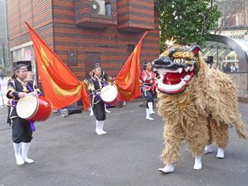 オープニングイベントの沖縄太鼓舞踊