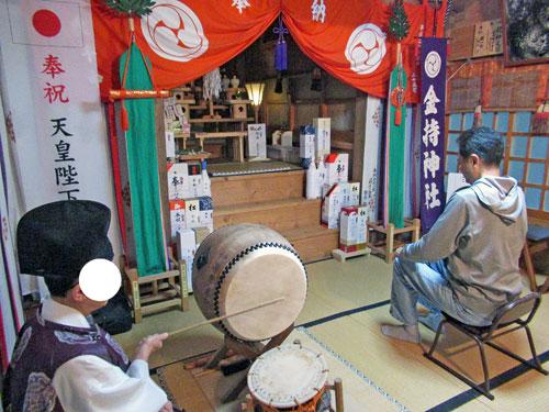 宮司さんの太鼓でご祈祷の開始です