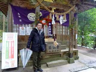 社の前で参拝記念撮影